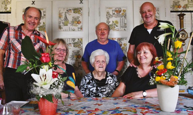 La doyenne a 100 ans : Odette Randin fêtée par sa famille et les autorités